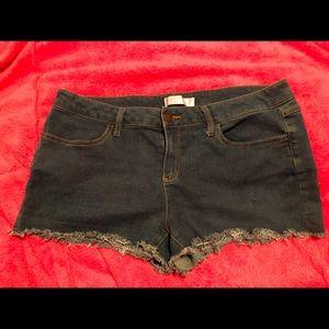 No boundaries size 17 stretch shorts
